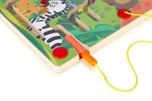 Magnetic zoo maze